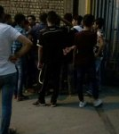 تجمع هواداران فجر مقابل درب خروجی بازیکنان و کادرفنی(عکس)