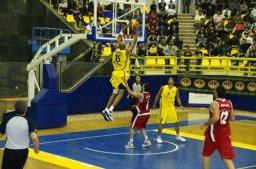 بازیکن خارجی در راه بسکتبال نفت آبادان