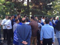 شعار هواداران استقلال علیه افتخاری و توفیقی